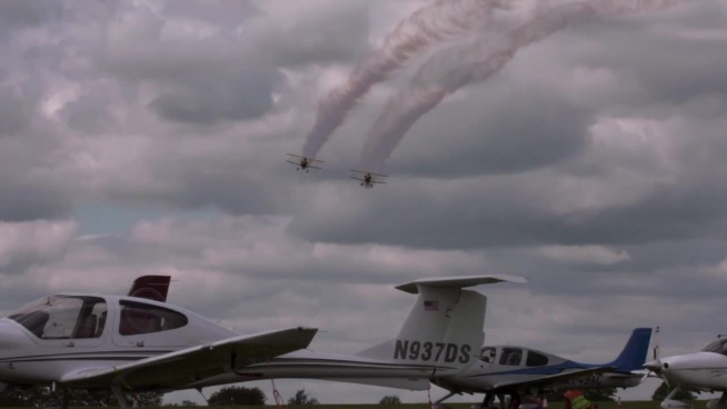 classical airplanes performance in airshow