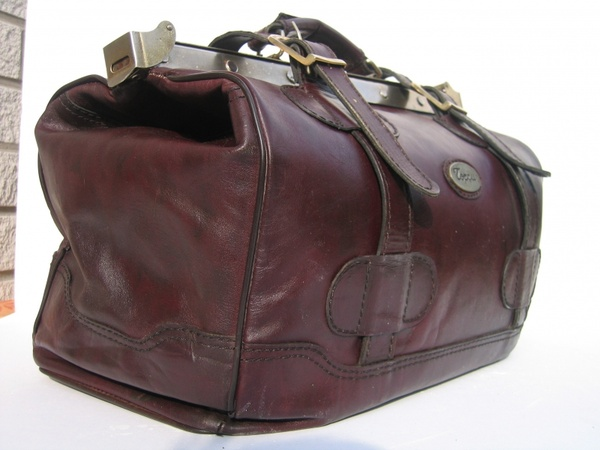 bag travel red brown