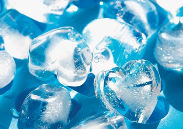 blue heartshaped ice highdefinition picture