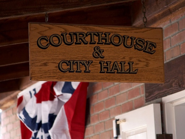 courthouse justice shield