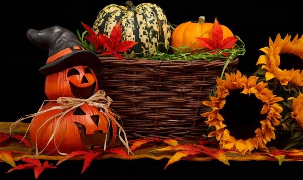 dark halloween theme