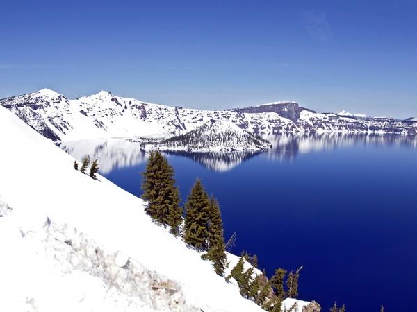 deep blue crater lake oregon
