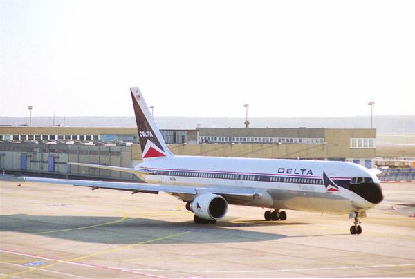delta air lines boeing 767 332er n182dnfra28121995