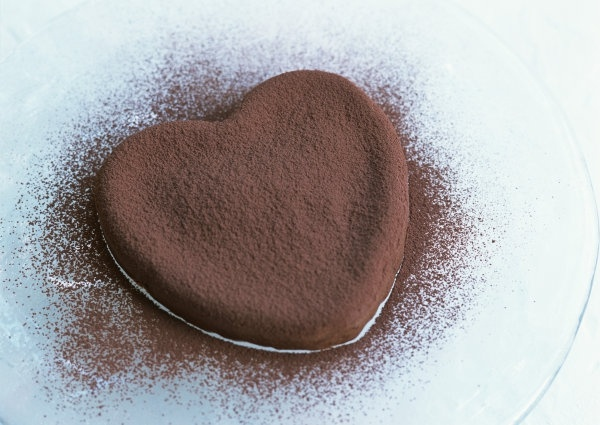 heartshaped chocolate cake
