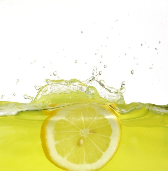 instant highdefinition pictures of lemon falling into water