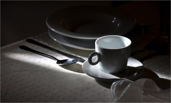 kitchen utensils plates knife