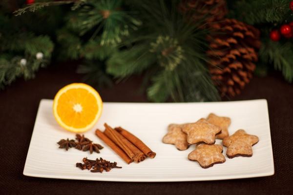 lebkuchen and cinnamon