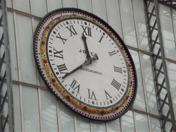 liverpool lime street station clock