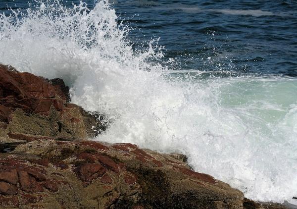 ocean waves hitting rocks