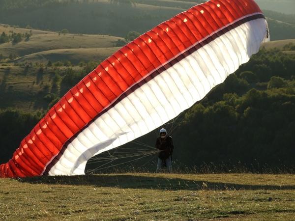 parachute paragliding extreme sport