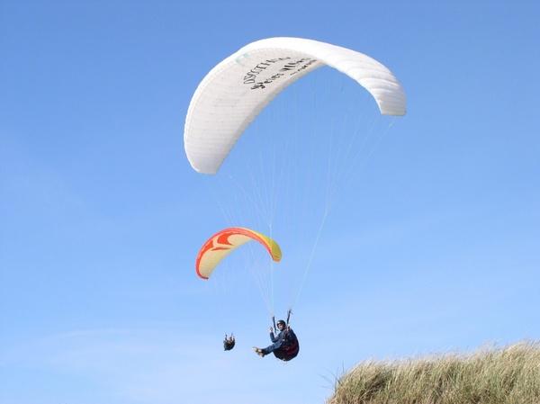 paraglider dune sky