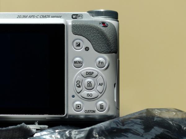 photo camera operating elements