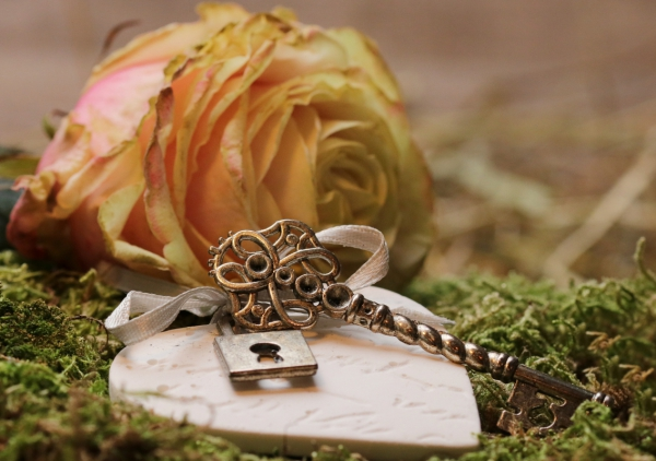 yellow rose and love lock decoration