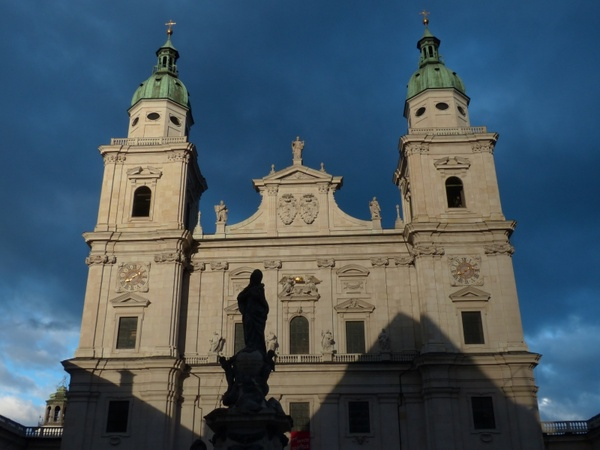 salzburg cathedral facade evening sun