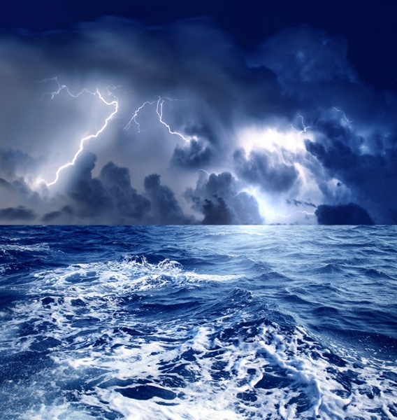 sea thunder and lightning and highdefinition picture
