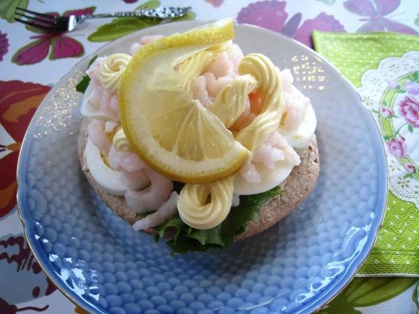 shrimp sandwich bread lemon
