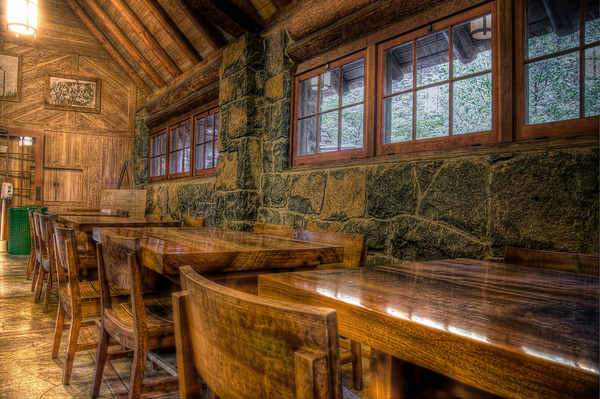 silver falls lodge dining area