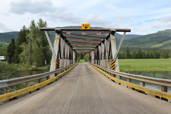 the sushwap river and back road bridge