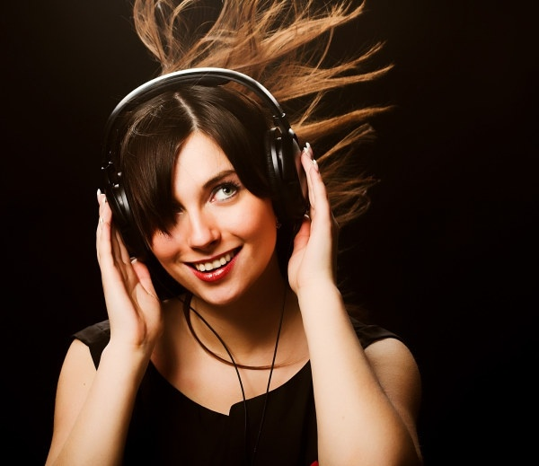 woman to enjoy music highdefinition picture 1