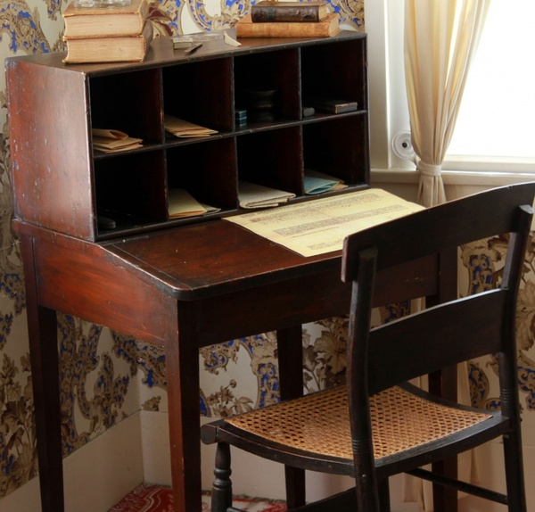 Beach House Springfield Il: Workbench At Lincoln Home In Springfield Illinois Free