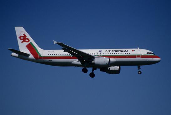 103cu tap air portugal airbus a320 214 cs tnlzrh11082000