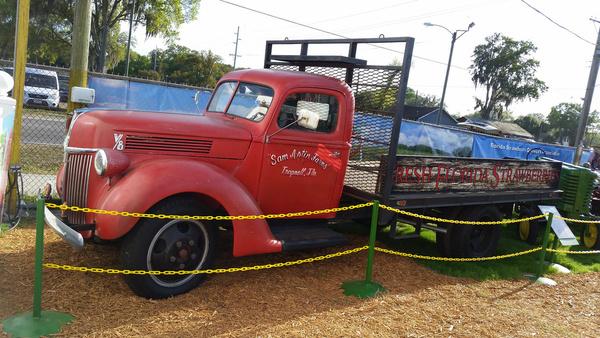 1944 ford v8 flatbed truck