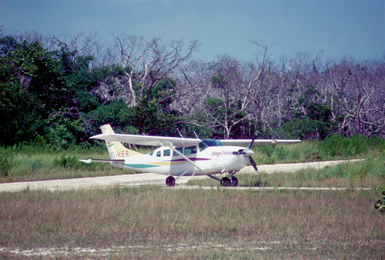 256aa maya island air cessna 207a stationair 8 ii v3 herckr06082003