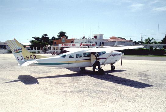 256ac maya island air cessna 208b grand caravan v3 hgpspr06082003