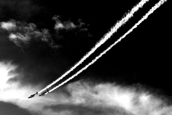aerobatic planes diving