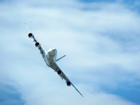 airbus a380 maneuver