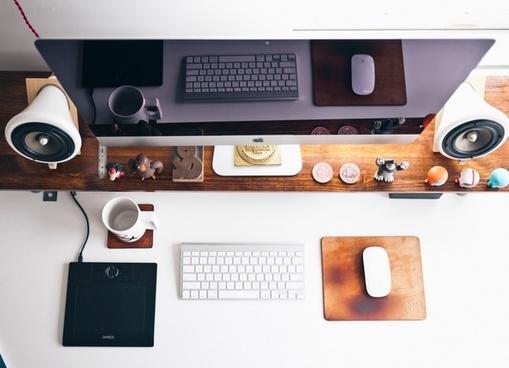 ampersand apple computer cup desk down emboss