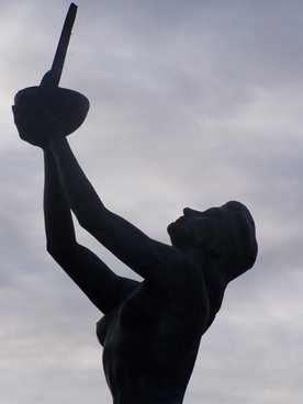 angeles de san rafael golf sculpture
