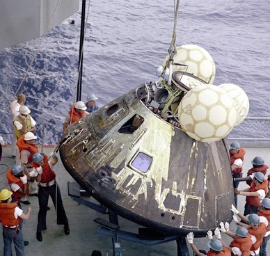 apollo 13 landing module landing capsule
