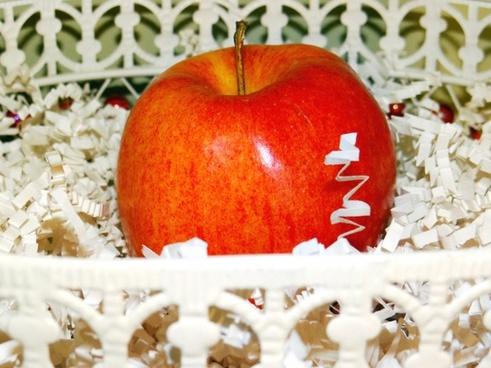 apple in a basket