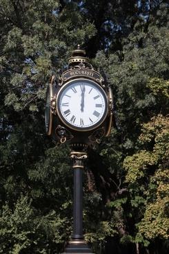 art bucharest clock