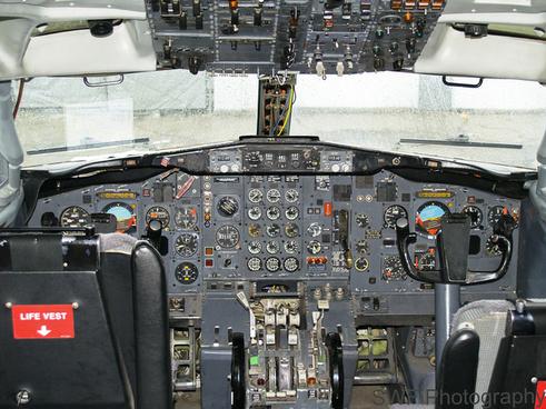 b727 cockpit