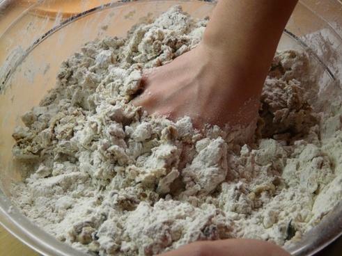 bake dough knead