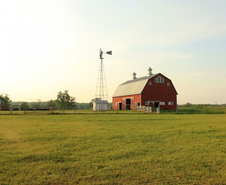 barn on farmland at prophetstown state park indiana