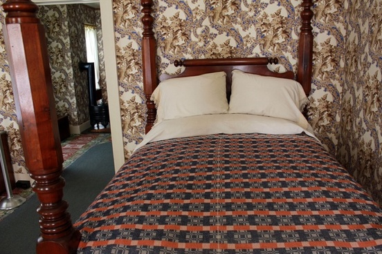 bed of lincoln in lincoln home at springfield illinois