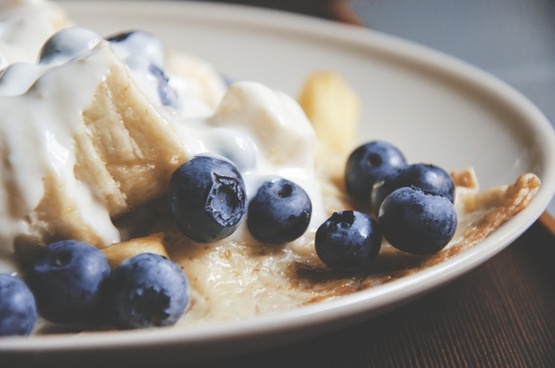 berry blueberry bowl breakfast cream dairy product