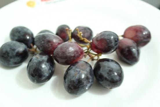 black grapes 2