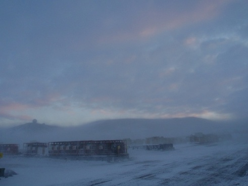 blowing snow at mcmurdo