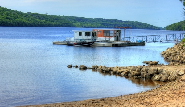 boat access on the st croix at kinnickinnic state park wisconsin