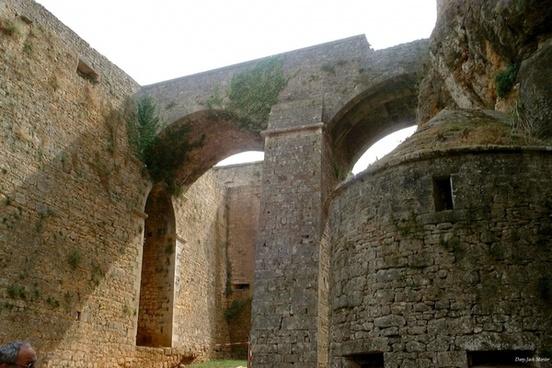 bonaguil castle 4