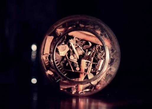 bottle screws jar