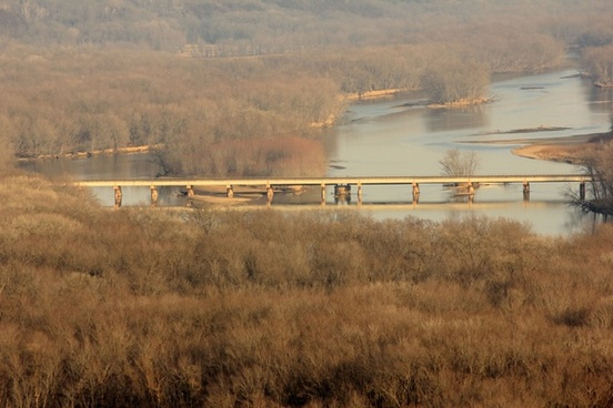 bridge across the mississippi at pikes peak state park iowa