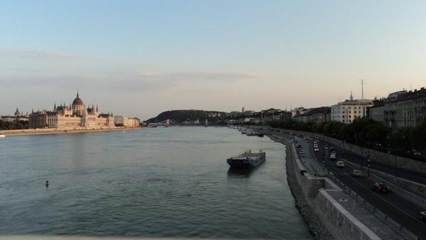 budapest danube parliament
