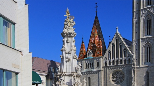 budapest statue of the holy trinity church