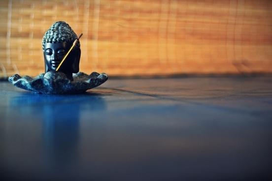 buddha figurine meditation