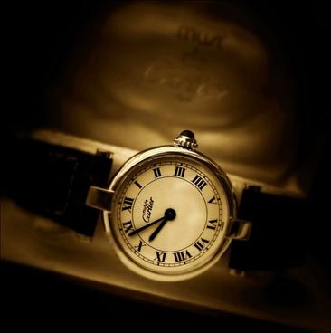 cartier clock time